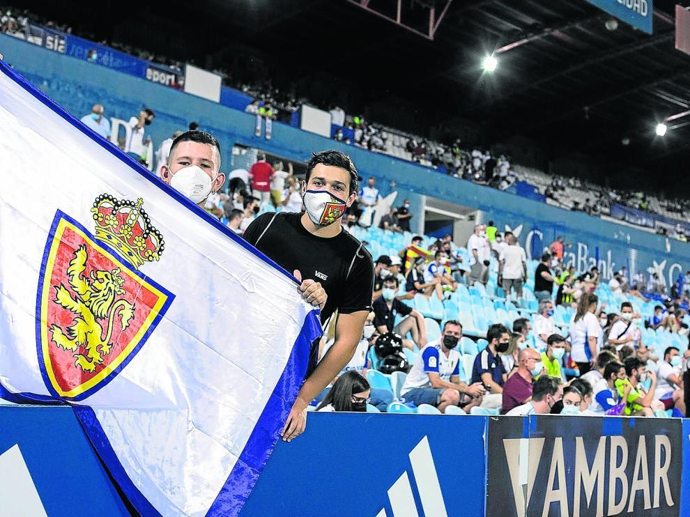 Aficionados del Real Zaragpza durante el primer encuentro de la temporada, ante el Ibiza