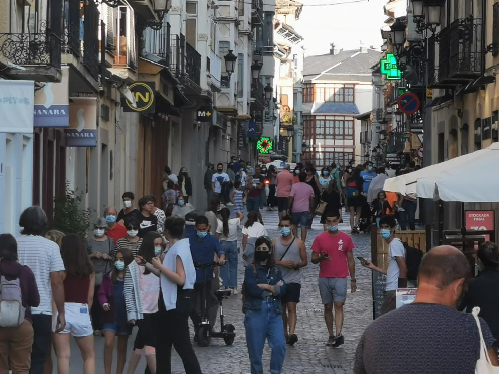 Las calles de Jaca estuvieron repletas de turistas en agosto.
