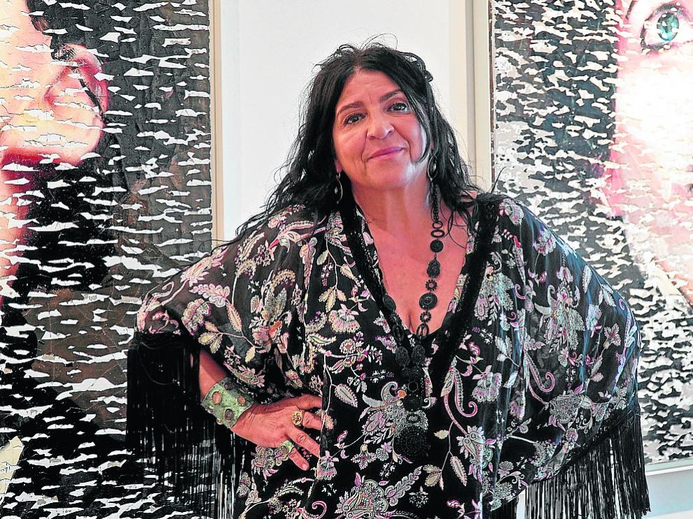 La pintora, escultora y fotógrafa Lita Cabellut, ante sus obras.