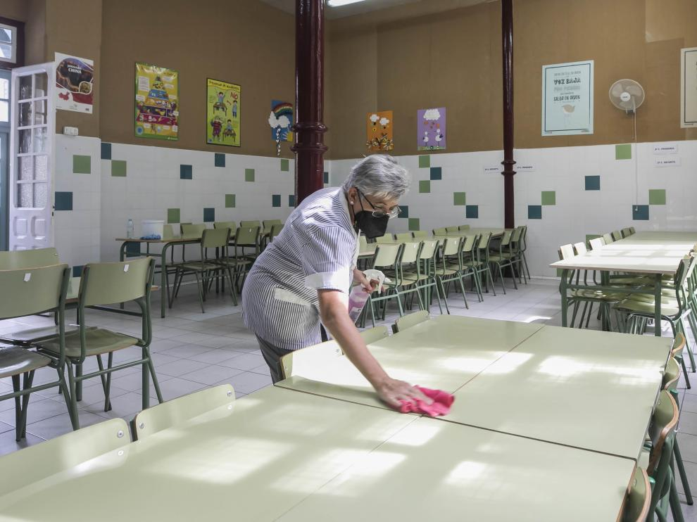Personal del Gascón y Marín de Zaragoza pone a punto los espacios para el inicio del curso