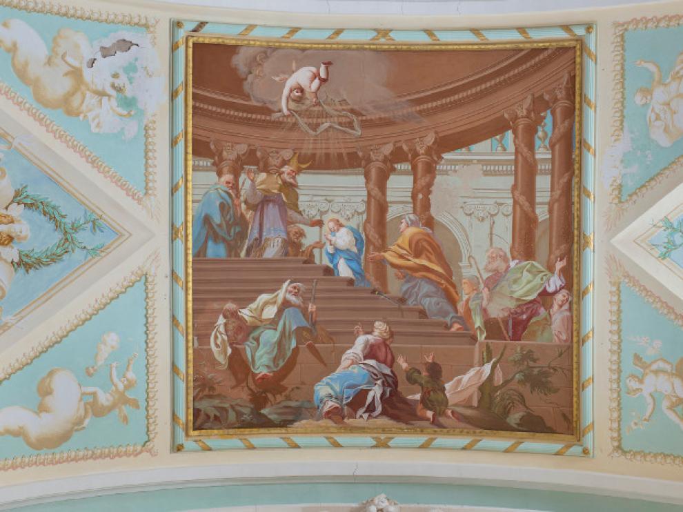 Detalle de una de las escenas pintadas en la bóveda de la iglesia