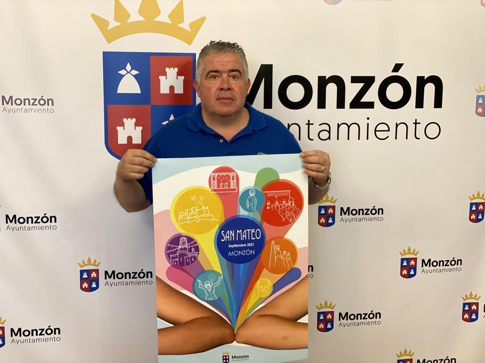 Javier Vilarrubí con el cartel