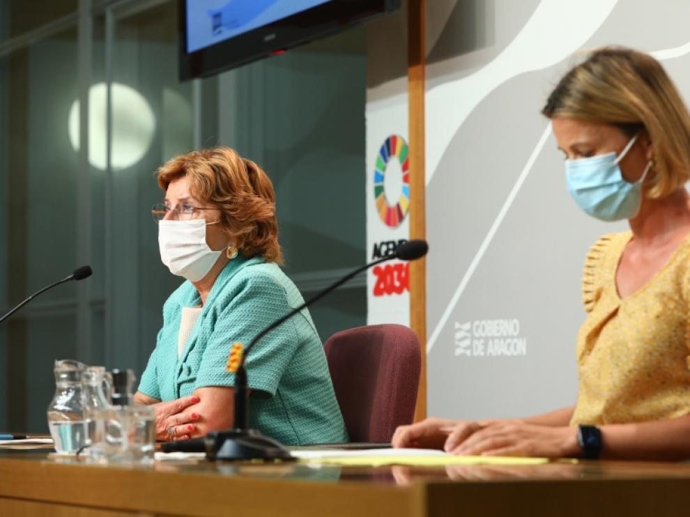 María Victoria Broto y Noelia Carbó este martes en la rueda de prensa de presentación del balance de atención a las personas en situación de dependencia