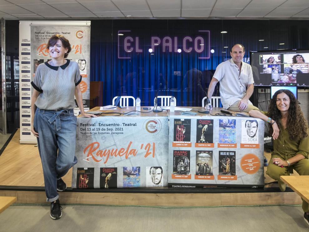 Raquel Anadón, Carlos Martín y María López Insausti presentaron esta mañana el festival-encuentro teatral Rayuela'21.