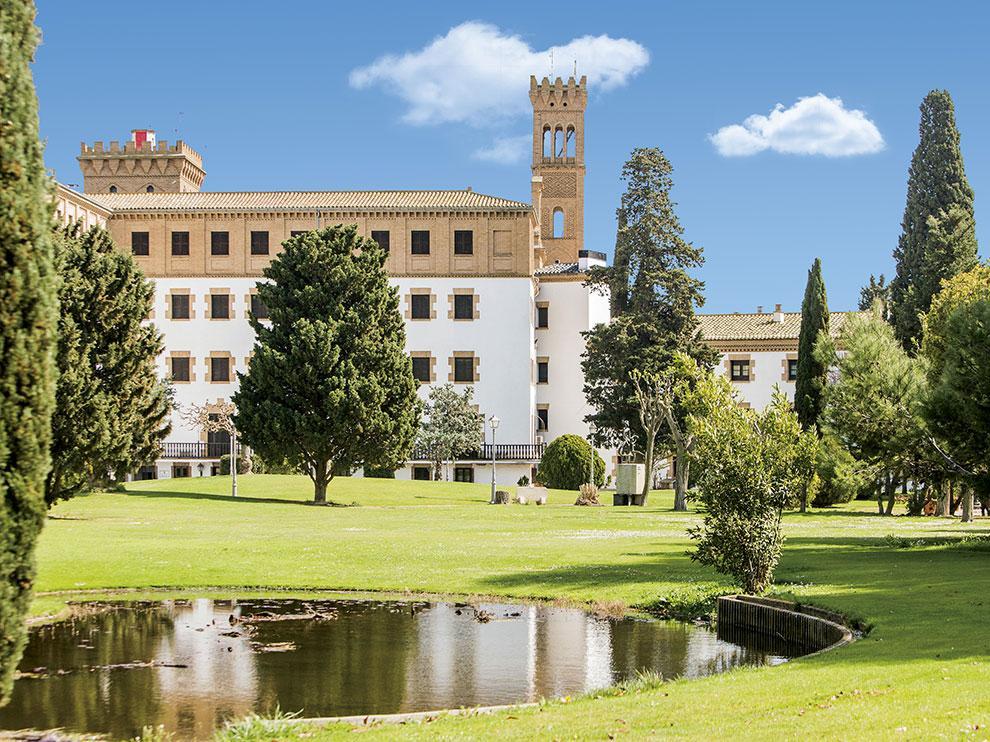 El Campus Ibercaja tiene sus instalaciones en el Monasterio de Cogullada (Ctra. Cogullada, 127. Zaragoza).
