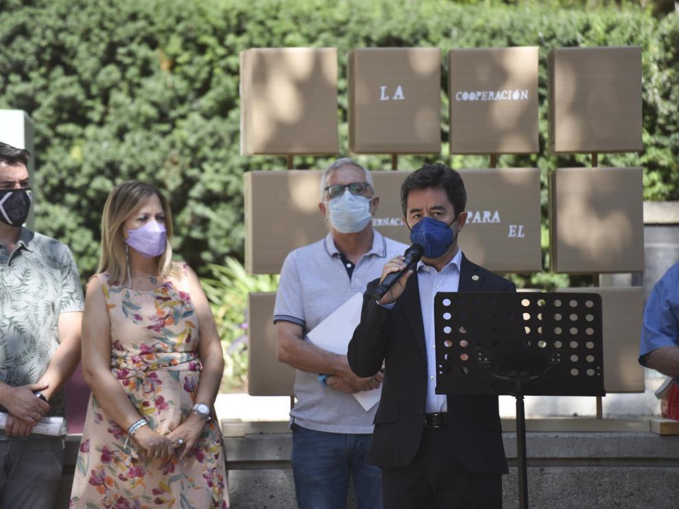 El alcalde de Huesca, Luis Felipe, en su intervención durante el acto del Día del Cooperante.