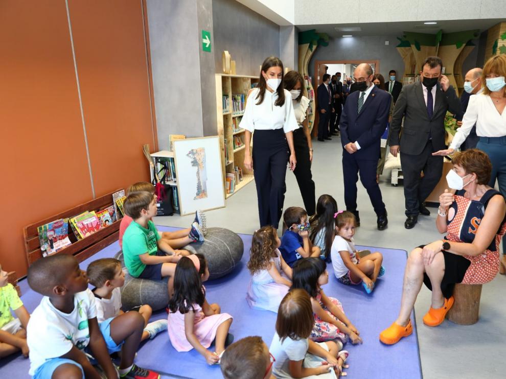 La Reina Letizia inaugura el curso escolar en Zuera.