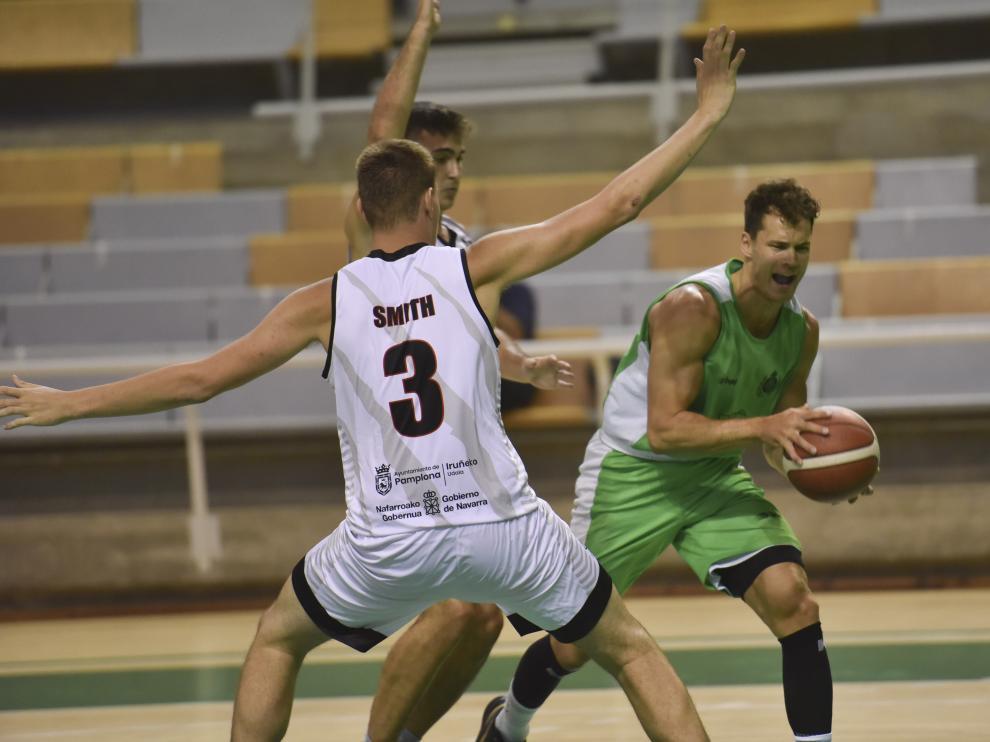 El base Devon Van Oostrum, durante el amistoso jugado en Huesca.