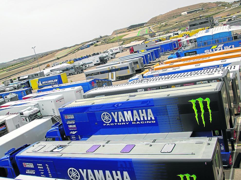 Perspectiva del 'paddock' de Motorland Aragón, con los equipos instalados