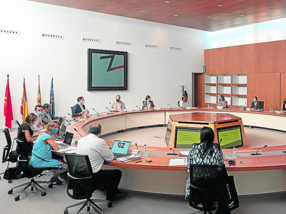 Los 14 miembros del gobierno municipal PP-Cs, con el alcalde Jorge Azcón a la cabeza, tuvieron una jornada de trabajo en el Seminario para preparar el inicio del curso político.