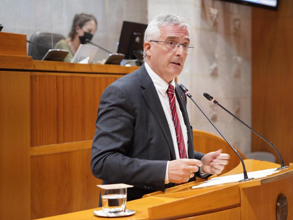El consejero de Agricultura, Ganadería y Medio Ambiente, Joaquín Olona, en su comparecencia ante el pleno de las Cortes, este jueves.