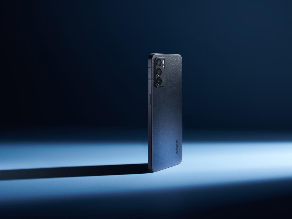 El Reno6 es físicamente muy similar al iPhone 12, pero ni es tan potente, ni tan caro