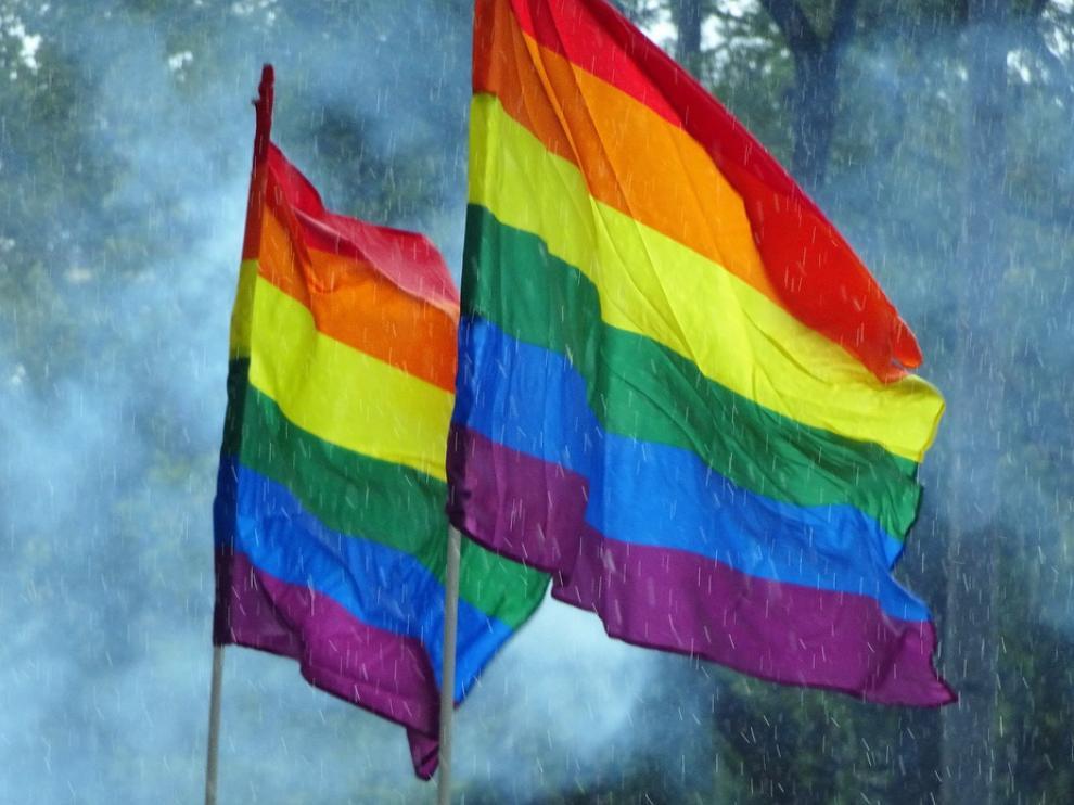 Foto de archivo de banderas del orgullo gay