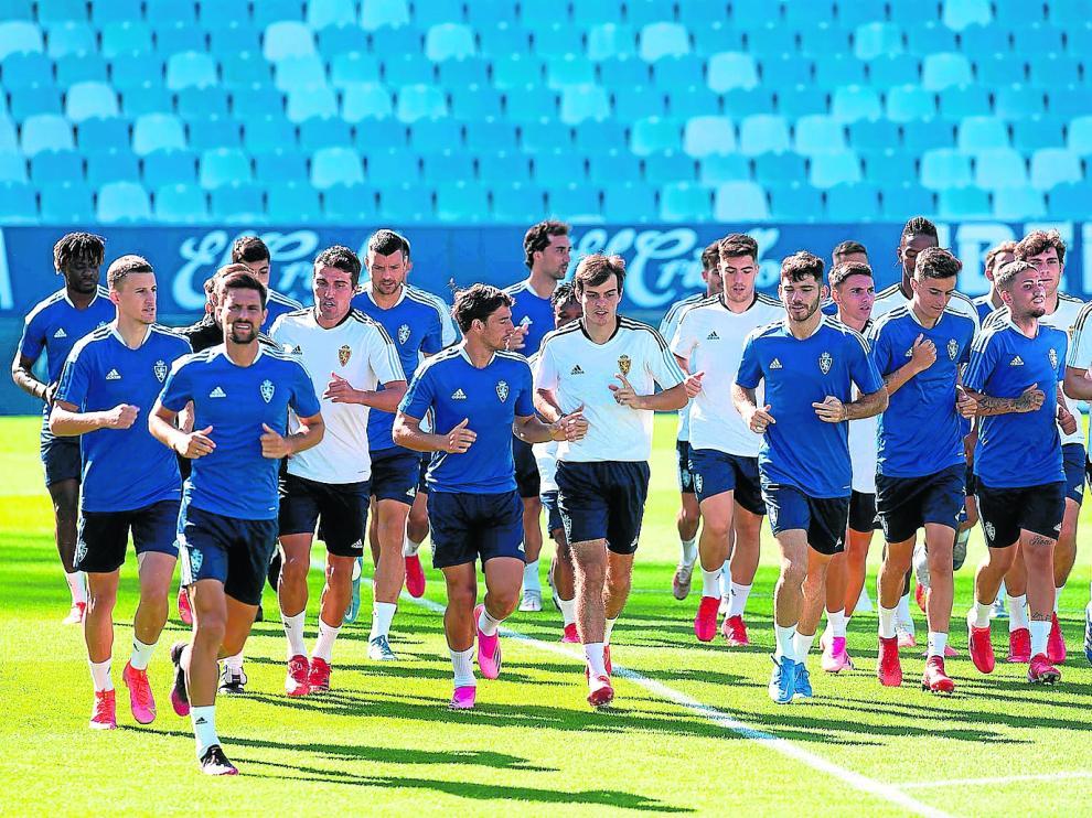 El Real Zaragoza, ejercitándose en La Romareda.