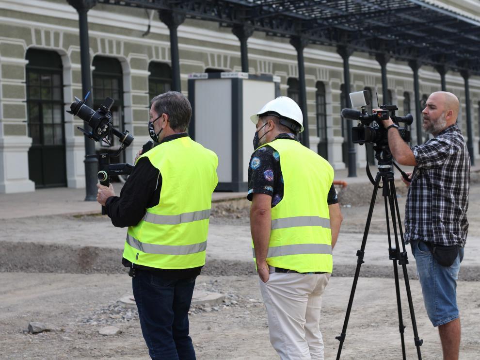 Un momento del rodaje del corto sobre Segundo de Chomón ante la estación de Canfranc