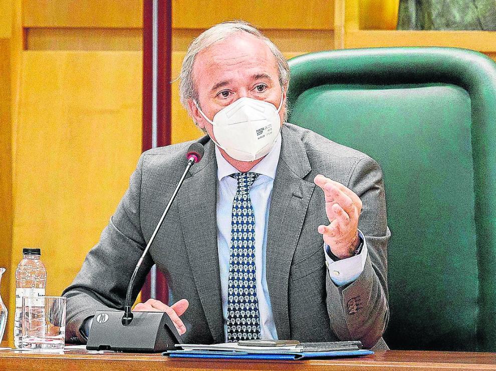 El alcalde, Jorge Azcón, se dirige a la bancada socialista en el pleno celebrado este viernes