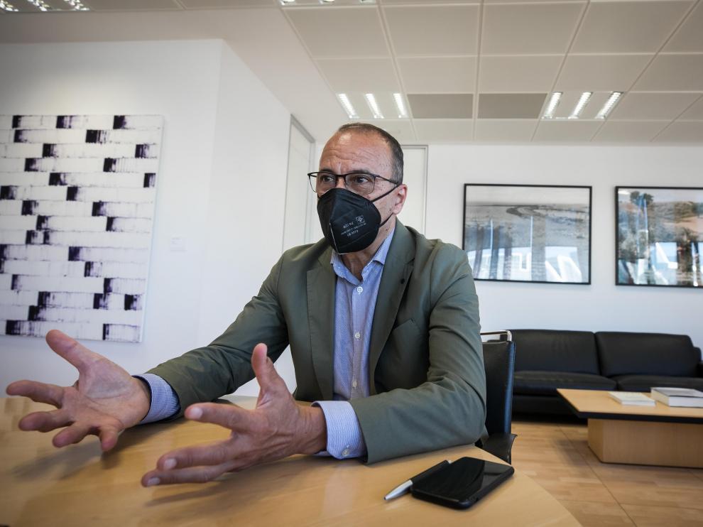 El consejero de Educación, Felipe Faci, ayer en su despacho.