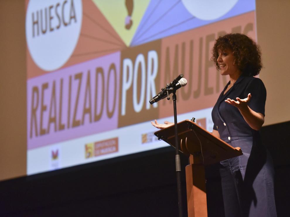Elena Molina inaugurando la Muestra de Cine Realizado por Mujeres en Huesca.