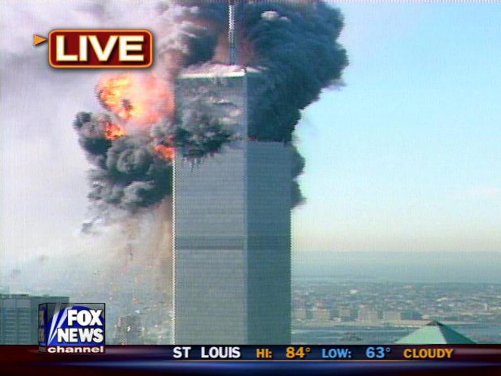 Una imagen de la cadena Fox con el impacto en directo de uno de los aviones contra la segunda torre.