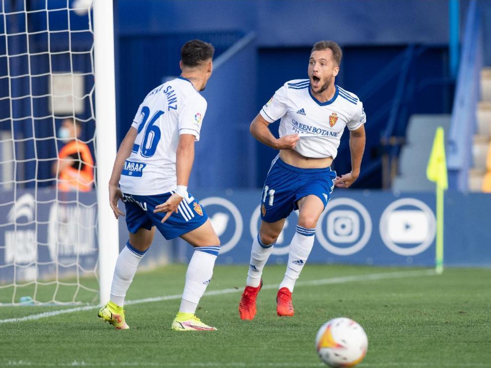 Vada y Sainz, dos de los nuevos fichajes, celebran el gol del primero en Alcorcón, el 1-2 ganador.