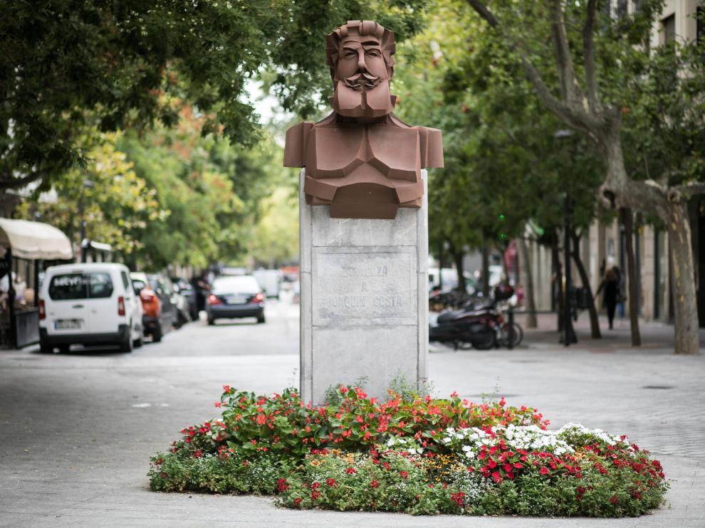 Monumento a Joaquín Costa en la plaza de Santa Engracia de Zaragoza