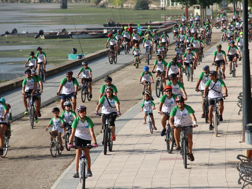 Algunos de los participantes ayer en el Día de la Bicicleta en Mequinenza