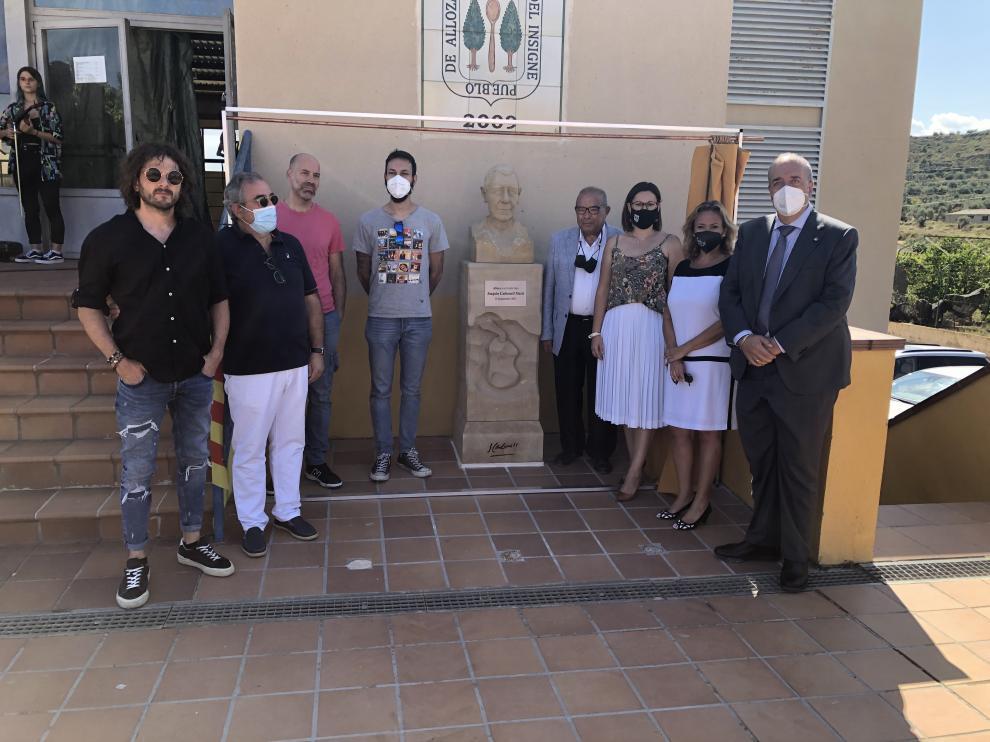 Inauguración del busto dedicado a Joaquín Carbonell en Alloza.