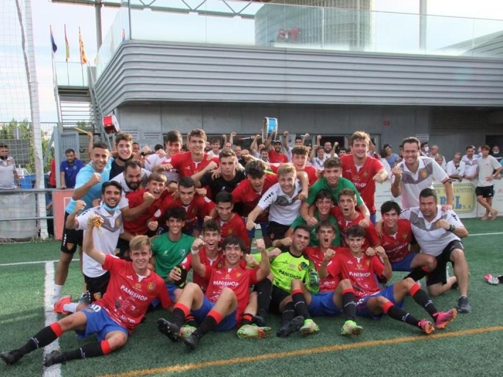 El Montecarlo celebra la victoria en la vuelta del fútbol de máxima categoría juvenil al José Luis Violeta.