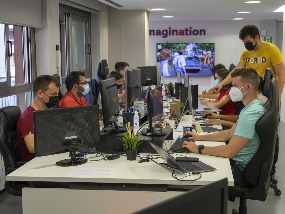 Equipo de Imascono en su oficina de Zaragoza.
