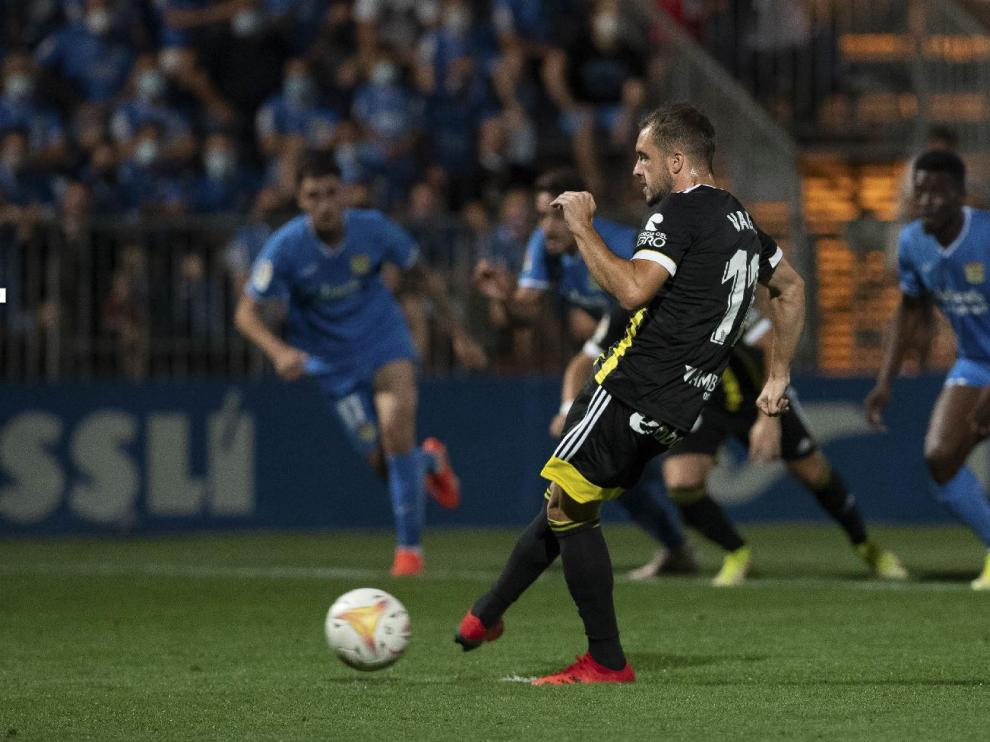 Vada, en el momento de lanzar el penalti que significó el 1-1, el empate zaragocista en Fuenlabrada este pasado domingo.
