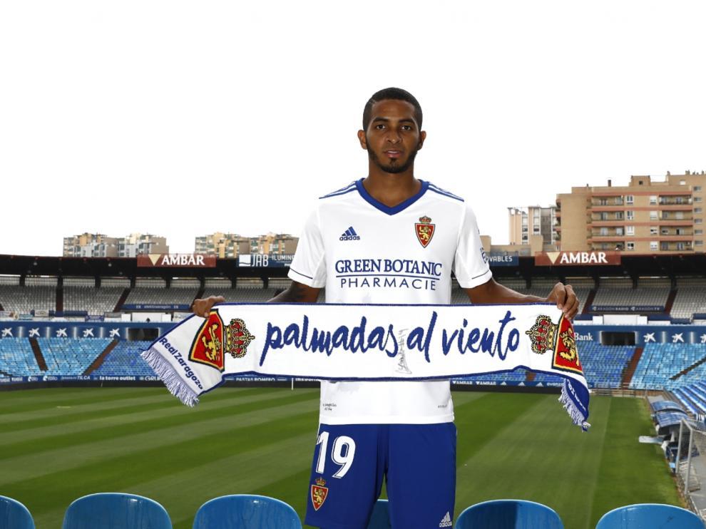 César Yanis, en su presentación como nuevo jugador del Real Zaragoza en La Romareda.