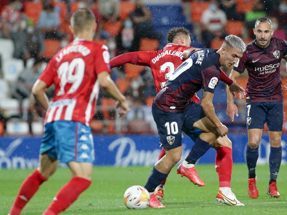 Dani Escriche, de la SD Huesca, durante el partido contra el Lugo.