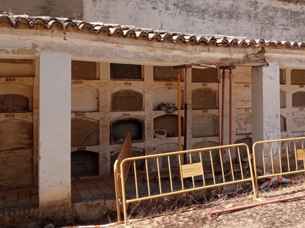 Estructura de nichos del cementerio de Huesca en la que se encuentra la tumba de José Toledano Vizcaíno.