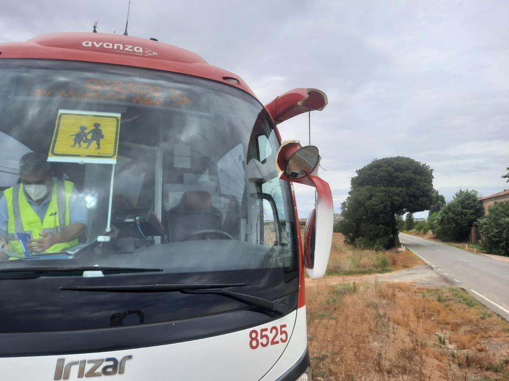 Incidente entre un autobús escolar y un camión en la estrecha carretera de Peralta