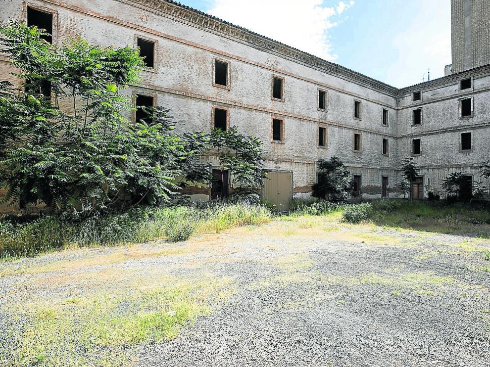 Vista de uno de los patios del antiguo cuartel de Pontoneros en Zaragoza