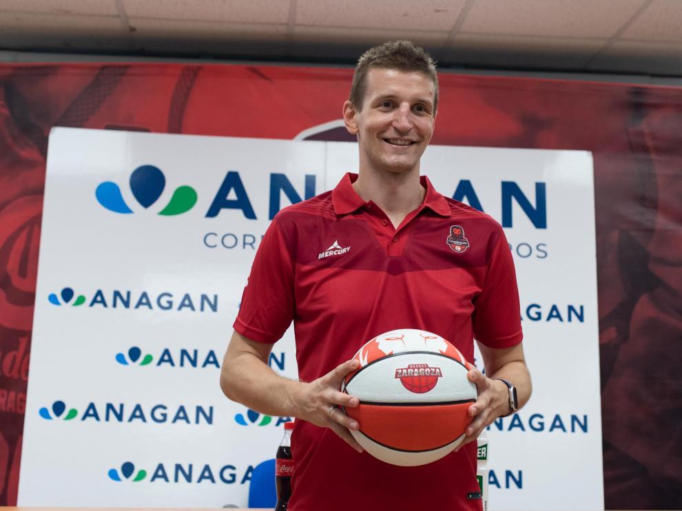 Wazynski, con la pelota entre sus manos.
