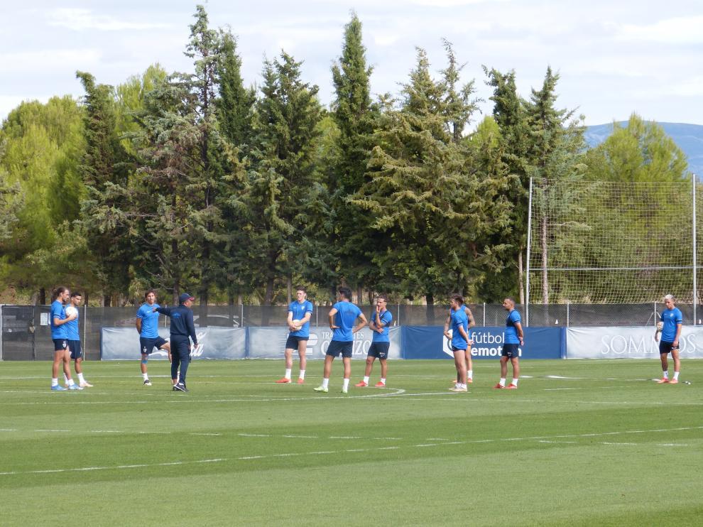 Ambriz, reunido este miércoles con los diez jugadores de campo que fueron titulares ante el Lugo.