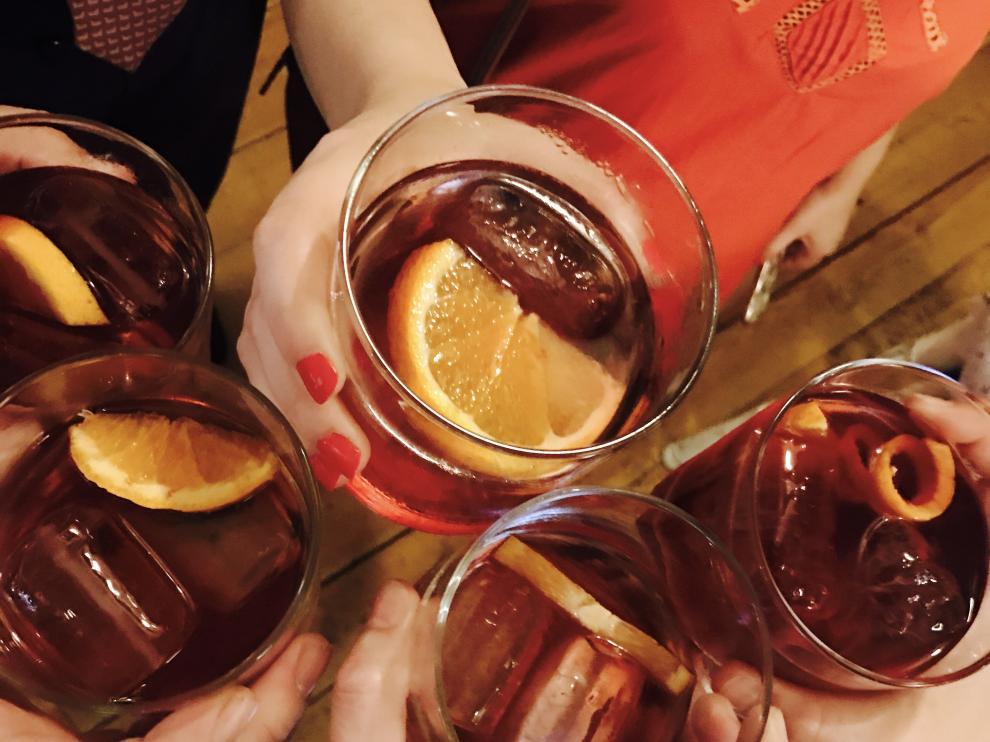 Varios cócteles preparados en Zaragoza en el marco de la Negroni Week.