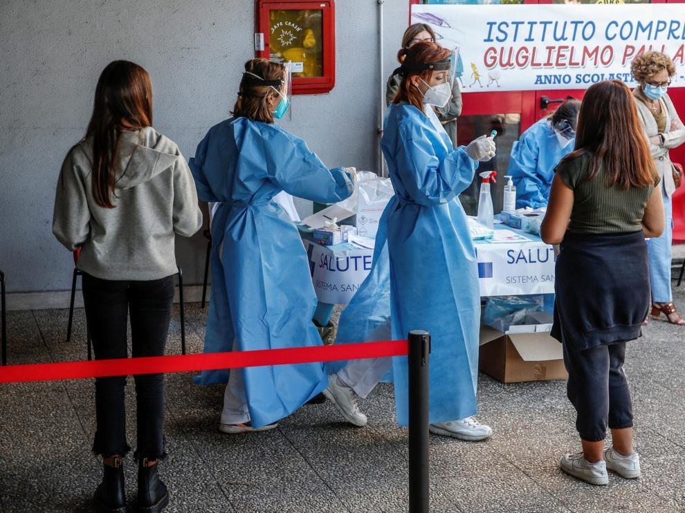 Pruebas de coronavirus en un instituto de Roma