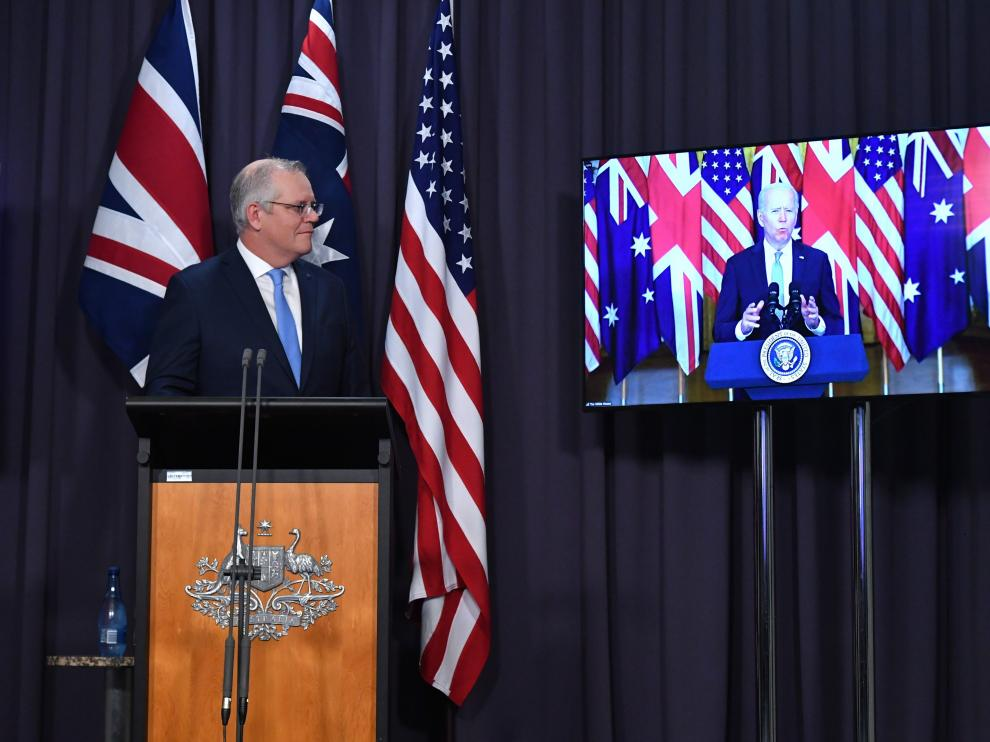 PM Scott Morrison habla por videollamada con el Presidente Biden durante el anuncio del acuerdo