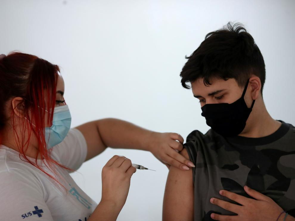COVID-19 vaccination day for 14-year-old boys in Rio de Janeiro
