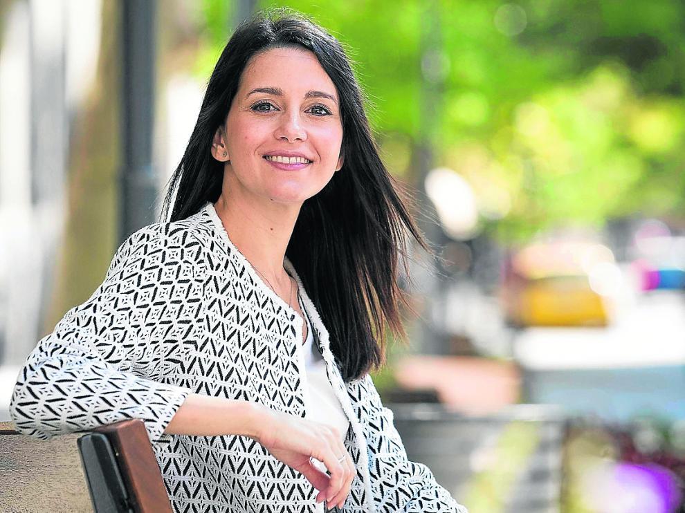 Inés Arrimadas, este sábado, en la plaza de Santa Engracia, antes de la entrevista.