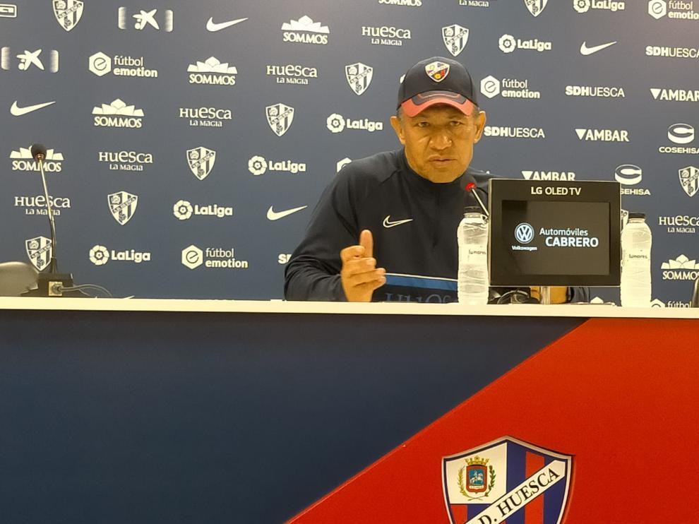Nacho Ambriz, entrenador de la SD Huesca, en la rueda de prensa previa al partido con el Fuenlabrada.
