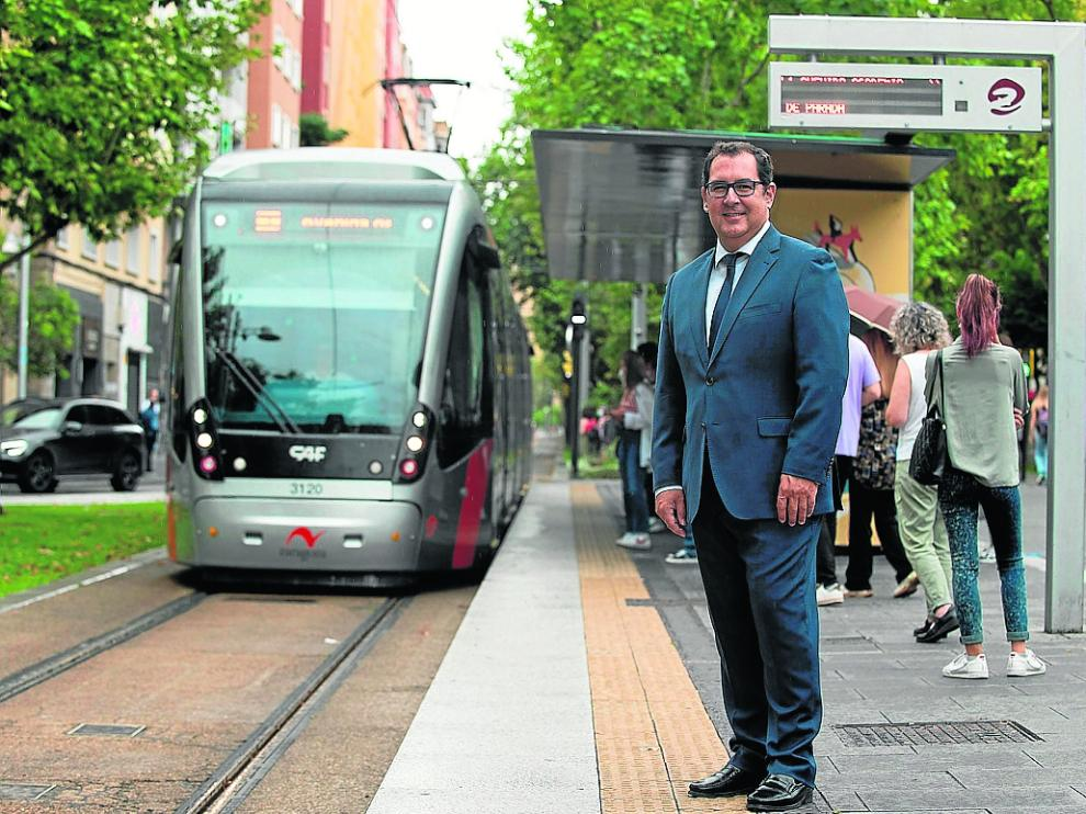 El director de Promoción de la Unión Internacional de Transporte Público, Dionisio González, en Zaragoza.
