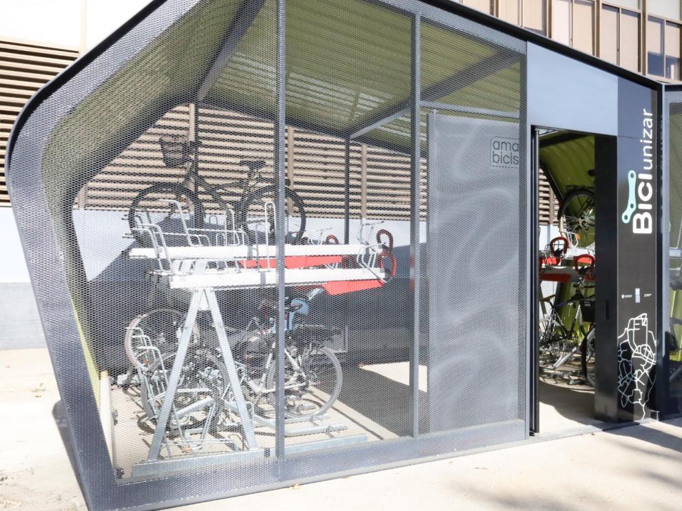 Aparcamiento para 32 bicicletas, cerrado y vigilado
