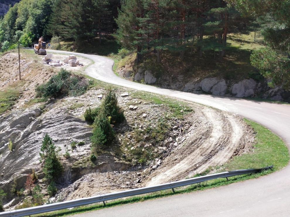 Trabajos de mejora del acceso a Zuriza.