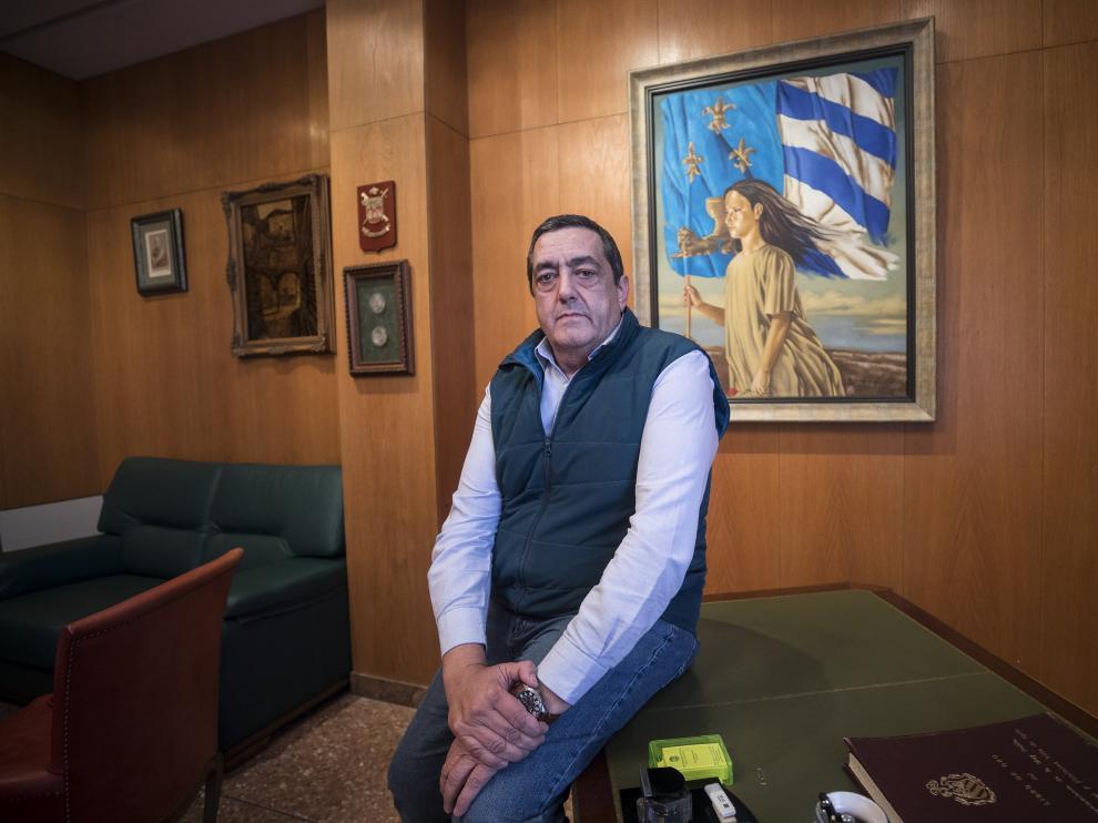 Jesús Bazán en el despacho de la alcaldía.