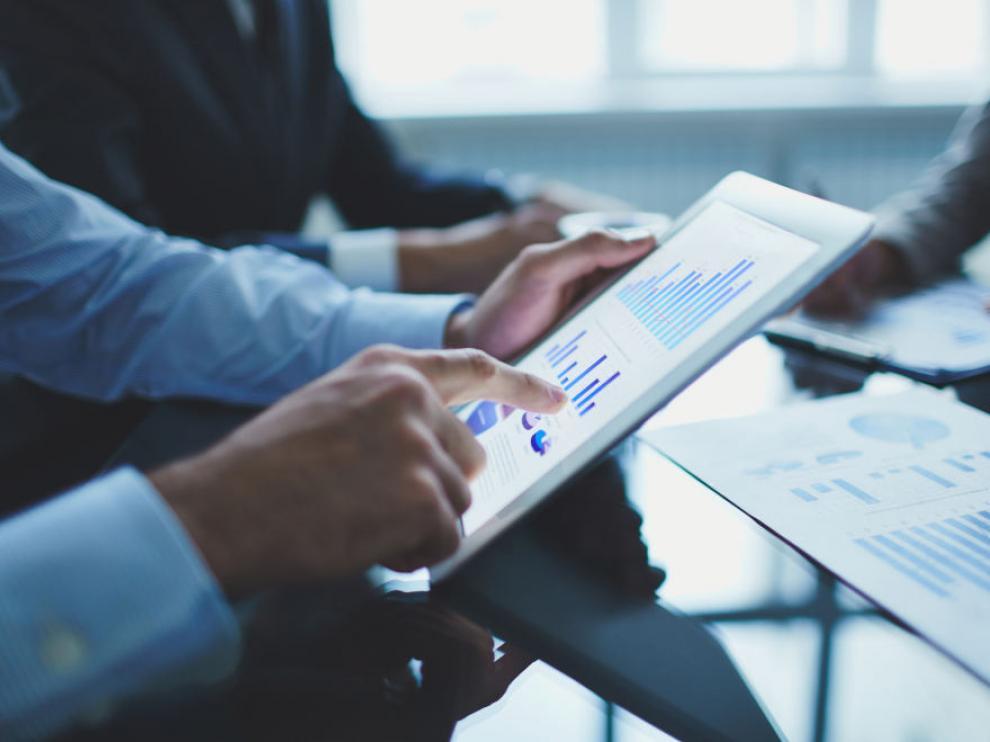 La digitalización facilita la transmisión de información dentro de los diferentes centros de trabajo.