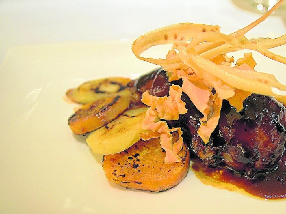 Codillo de cerdo de Teruel con salsa barbacoa oriental