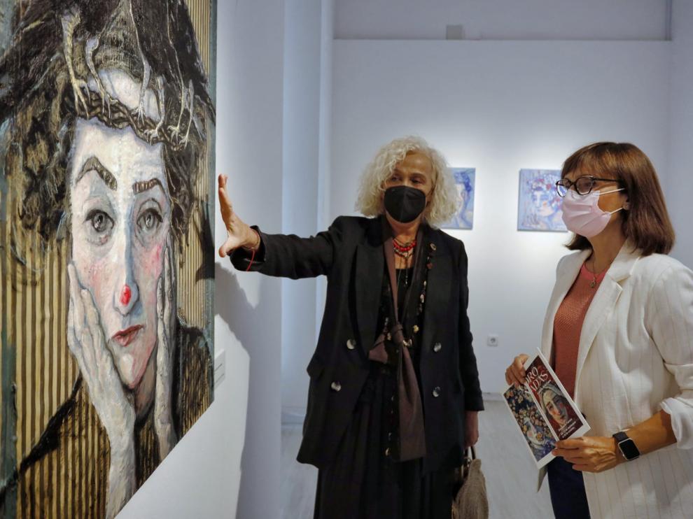 Exposición 'coronadas' en la Sala Juana Francés
